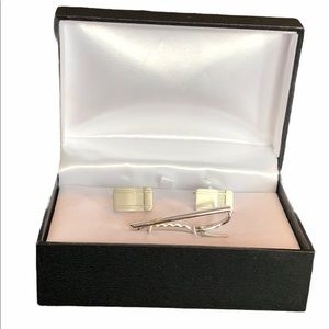 Cuff links and tie pin silver tone elegant in box